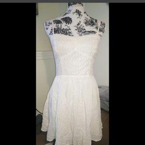 Beautiful lil white dress 😍
